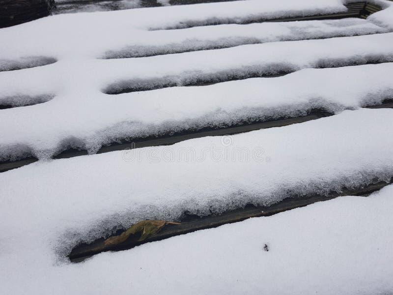 Nieve en decking fotografía de archivo libre de regalías