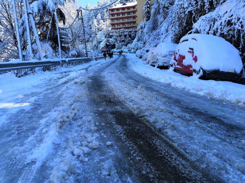 Nieve en el coche fotografía de archivo libre de regalías
