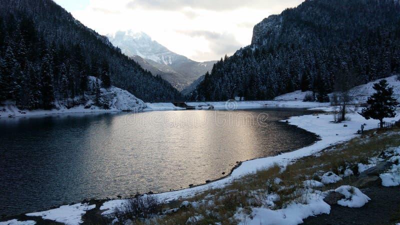 Nieve en el lago imagen de archivo libre de regalías