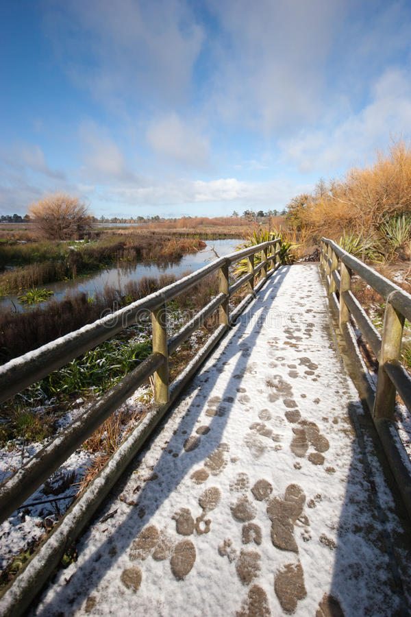 Nieve en el puente imagenes de archivo