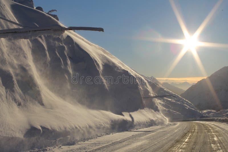 Nieve en la carretera de Klondike fotografía de archivo