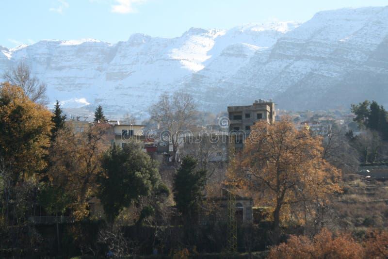 Nieve en la montaña foto de archivo