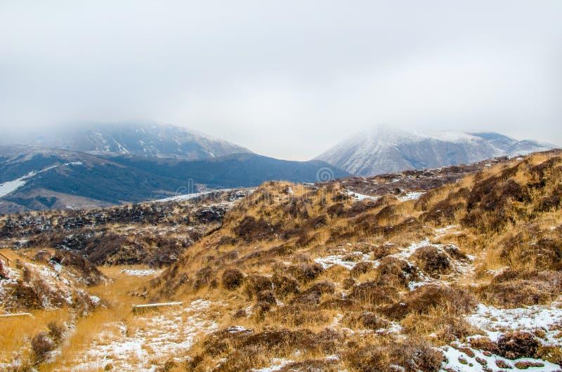 Nieve en la montaña de Aso foto de archivo libre de regalías