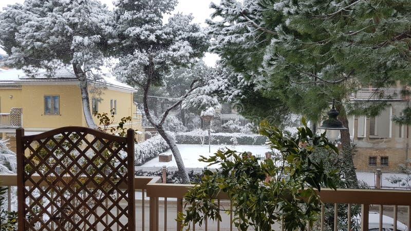 Nieve en mi propia casa foto de archivo libre de regalías