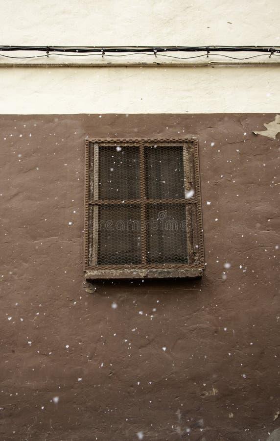 Nieve en ventana foto de archivo