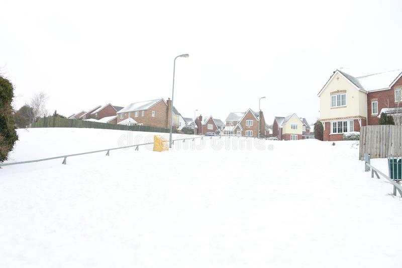 Nieve sobre Barry en País de Gales en una urbanización imagenes de archivo
