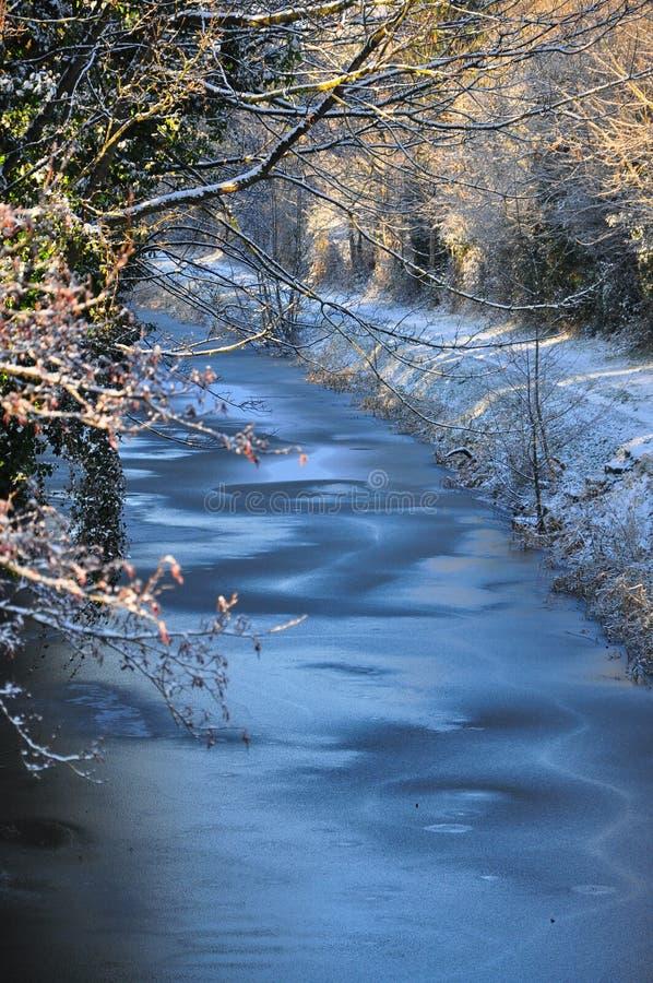 Nieve y helada en el canal real fotos de archivo