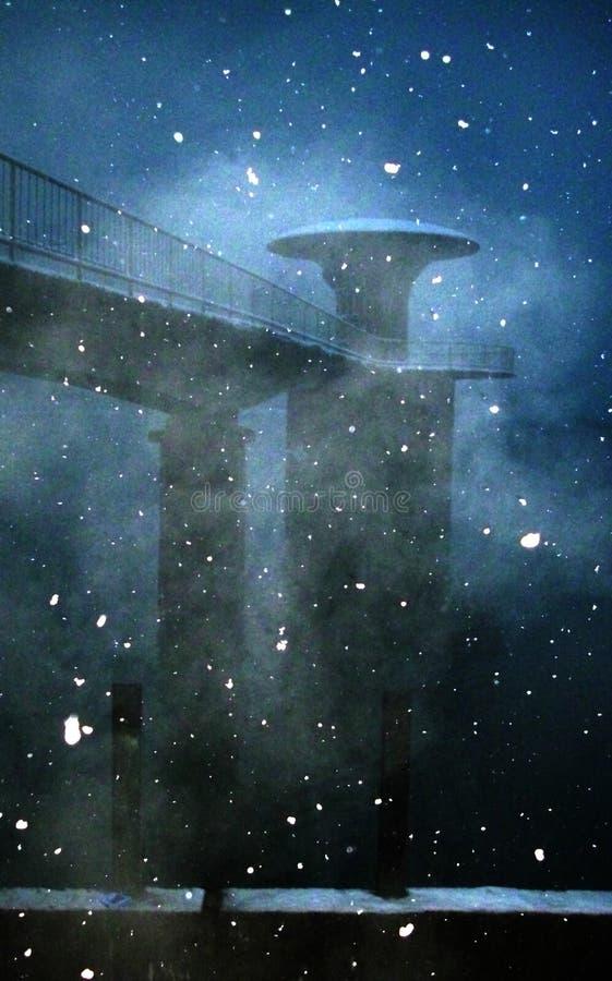 Nieve y vapor sobre el lago Pancharevo fotografía de archivo libre de regalías