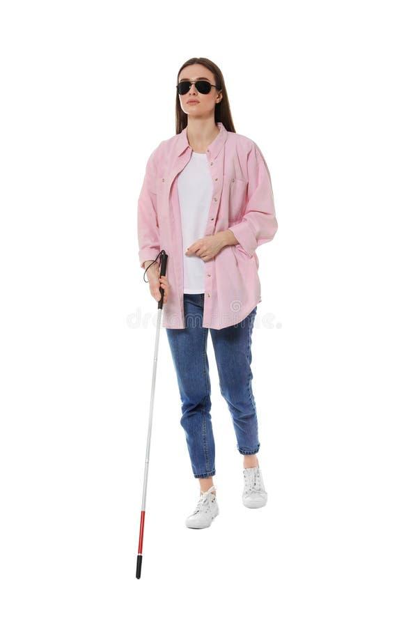 Niewidoma kobieta z długą trzciną na bielu zdjęcia stock