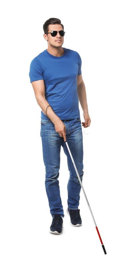 Niewidomy mężczyzna z długą trzciną na bielu zdjęcie royalty free