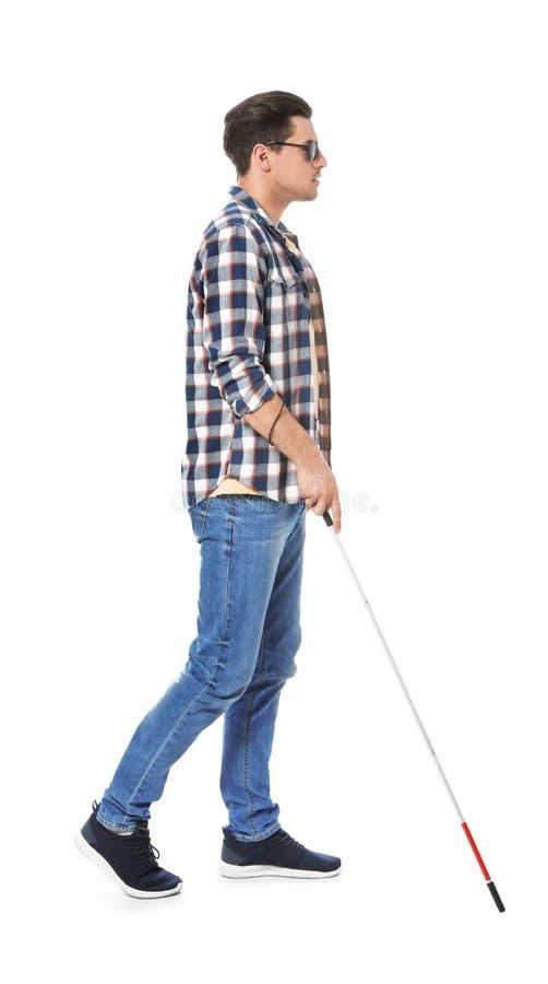 Niewidomy mężczyzna z długą trzciną na bielu zdjęcia stock