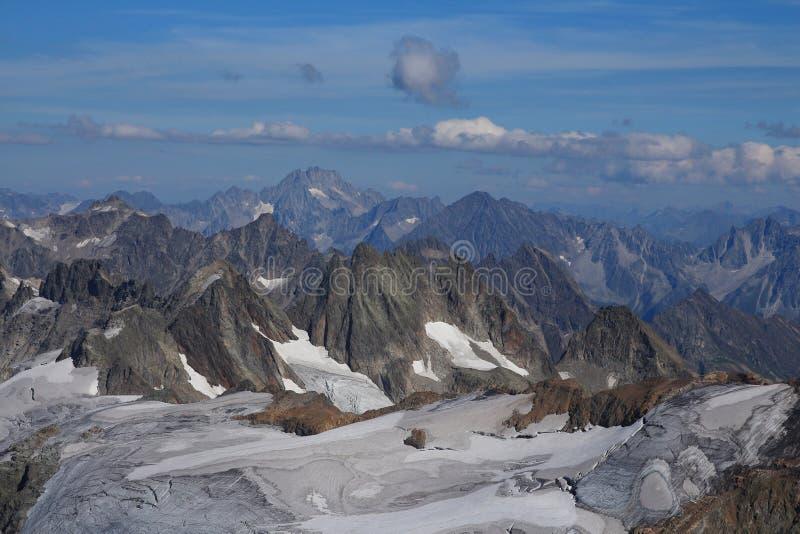 Niewygładzone góry i lodowiec zdjęcia royalty free