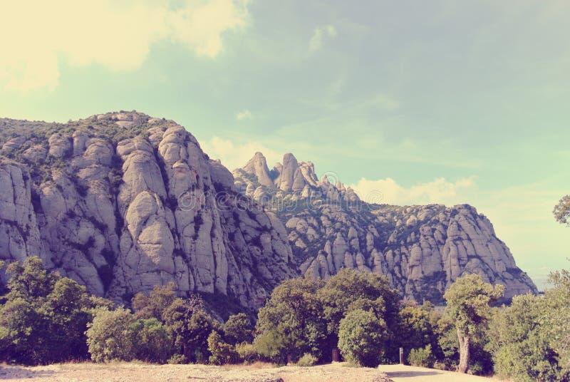 Download Niewygładzony Góra Krajobraz Na Słonecznym Dniu; Filtrujący, Retro Styl, Obraz Stock - Obraz złożonej z wysoki, niewygładzony: 57673149
