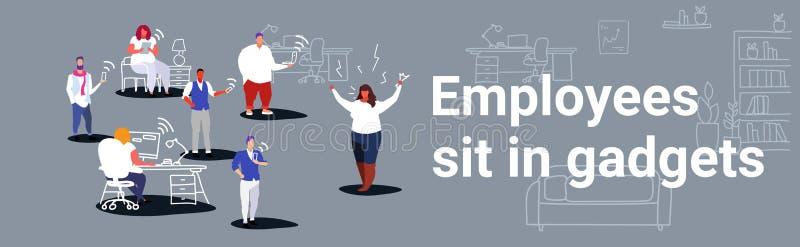 Niezadowolony gruby kobieta szef krzyczy na pracownikach siedzi w gadżetu akcydensowego pojęcia złej gniewnej pracodawcy rozkrzyc ilustracji