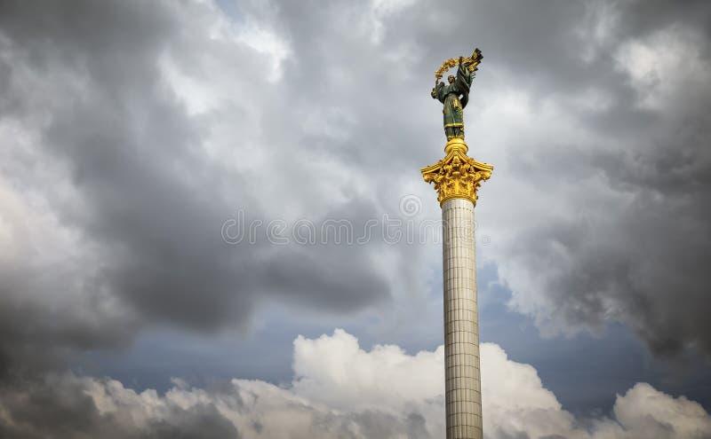 Niezależność zabytek w Kijowskim śródmieściu zdjęcia stock