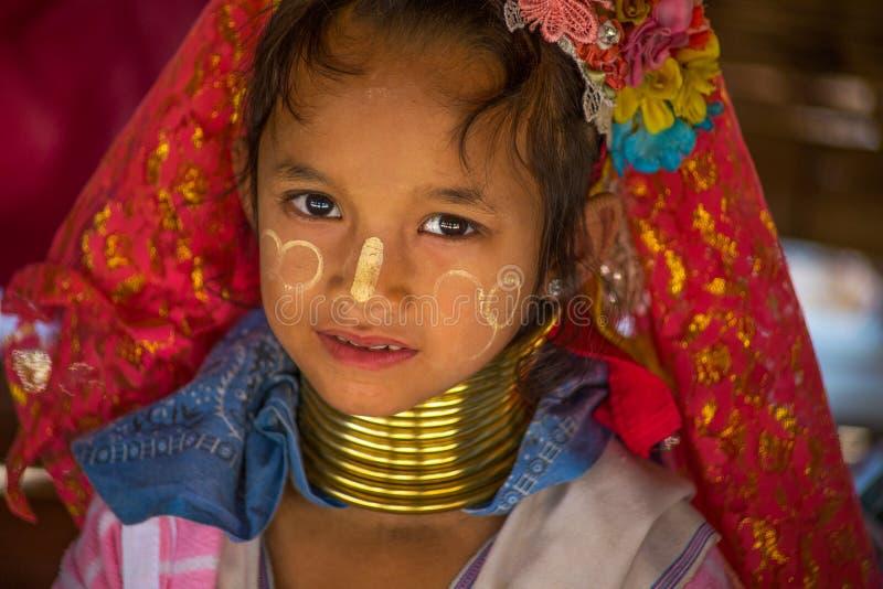 Niezidentyfikowani Dłudzy szyi Karen wzgórza plemienia ludzie Karen szyi Długie wioski w Chiang raja, Tajlandia zdjęcie royalty free
