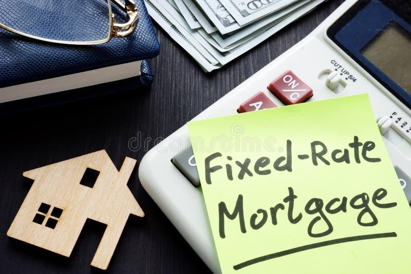 Niezmienny tempo hipoteki frm pisać na kawałek papieru obrazy stock