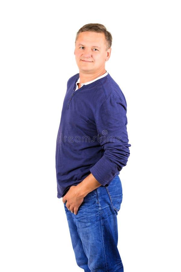Niezobowiązująco ubierający w średnim wieku mężczyzna w koszula obraz royalty free