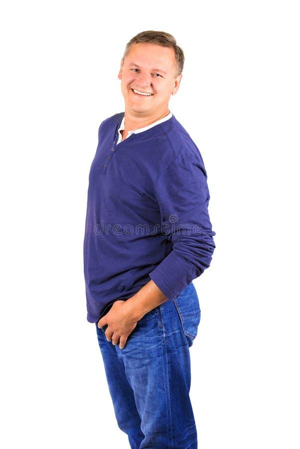 Niezobowiązująco ubierający w średnim wieku mężczyzna w koszulowy loughing zdjęcia royalty free