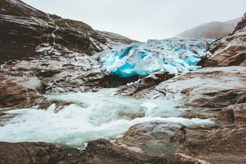Nigardsbreen rzeka w Norwegia górach i lodowiec obraz royalty free