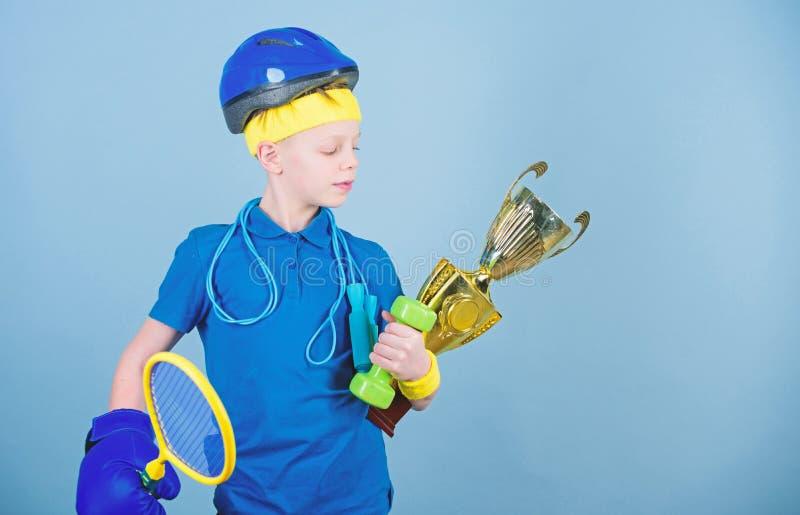 Nigdy utrzymuje chodzenie i sukces Dzieci?stwo aktywno?? dietetyczna fitness Energia Sport i zdrowie szcz??liwego dziecka zdjęcia stock
