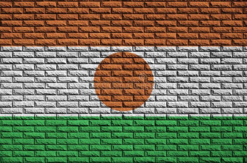 Niger flaga maluje na starym ściana z cegieł obraz royalty free