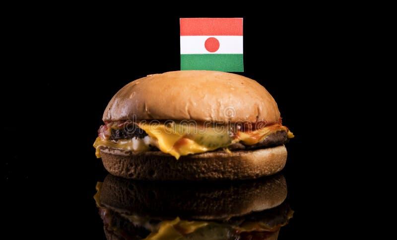 Niger flaga na górze hamburgeru na czerni zdjęcia royalty free