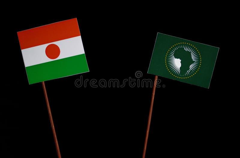 Niger flaga z Afrykańską Zrzeszeniową flaga na czerni zdjęcie royalty free