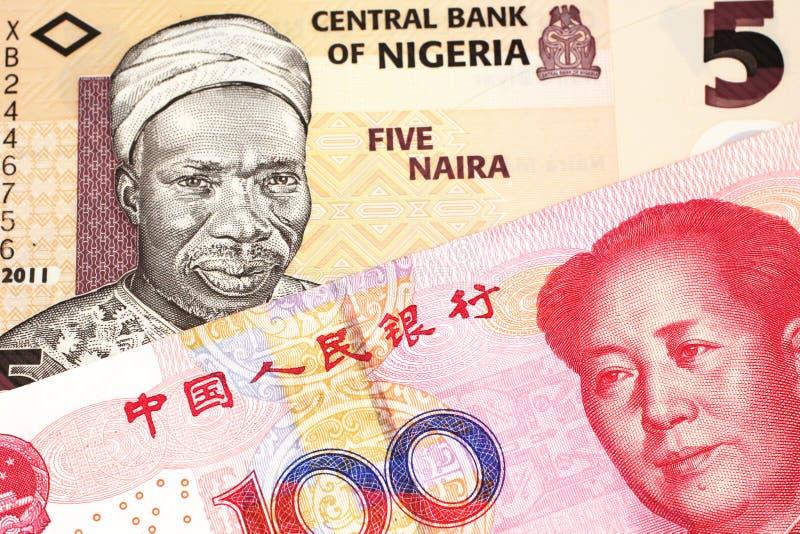 Nigeryjski naira rachunek z z chińczyka Juan banknotem zamkniętym w górę zdjęcia royalty free