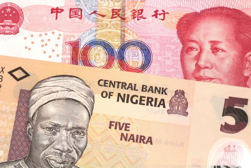 Nigeryjski naira rachunek z z chińczyka Juan banknotem zamkniętym w górę obrazy stock