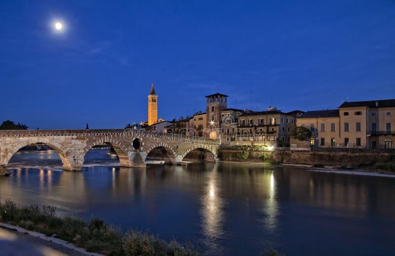 Nigh vista de Verona, Itália fotos de stock