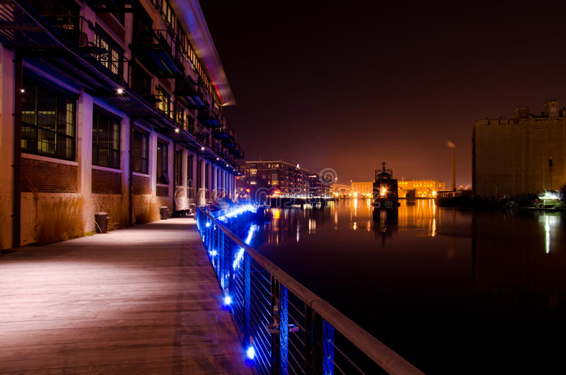 Download Night Falls On The Milwaukee River Stock Image - Image: 23922825