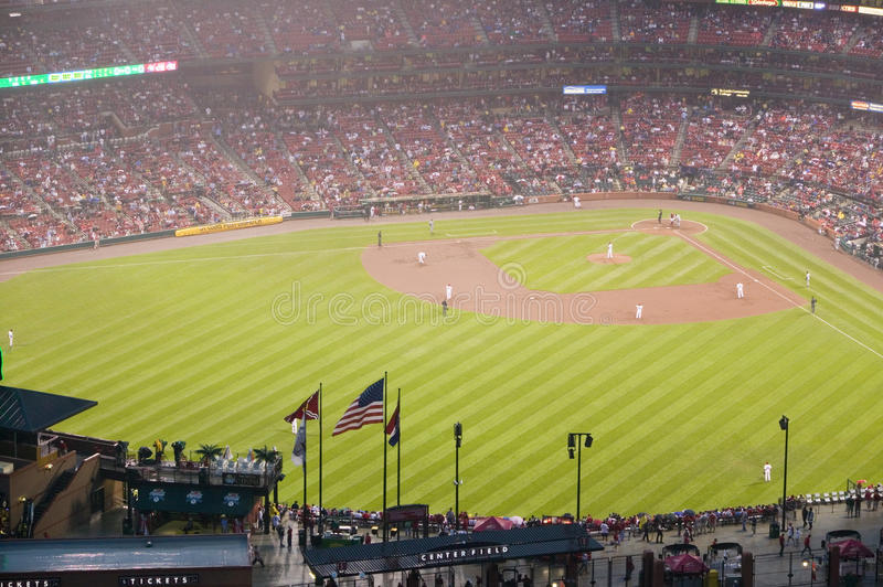 In a night game and a light rain mist, the Florida Marlins beat the 2006 World Series Champion baseball team, the St. Louis Cardin. Als 9 to 1, at the 3rd Busch stock photos