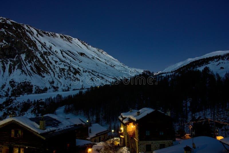 Night sky ski mountains Livigno view. Cotages snow hory noc vyhled chaty snih obloha romantika royalty free stock photos