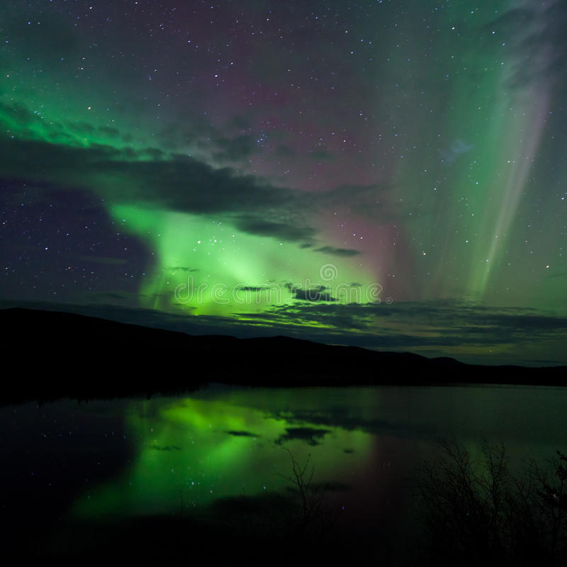 Free Night Sky Stars Clouds Northern Lights Mirrored Royalty Free Stock Photos - 21720528