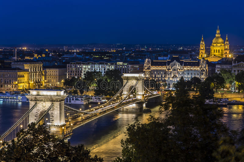 Night view of the Chain Bridge in Budapest stock images