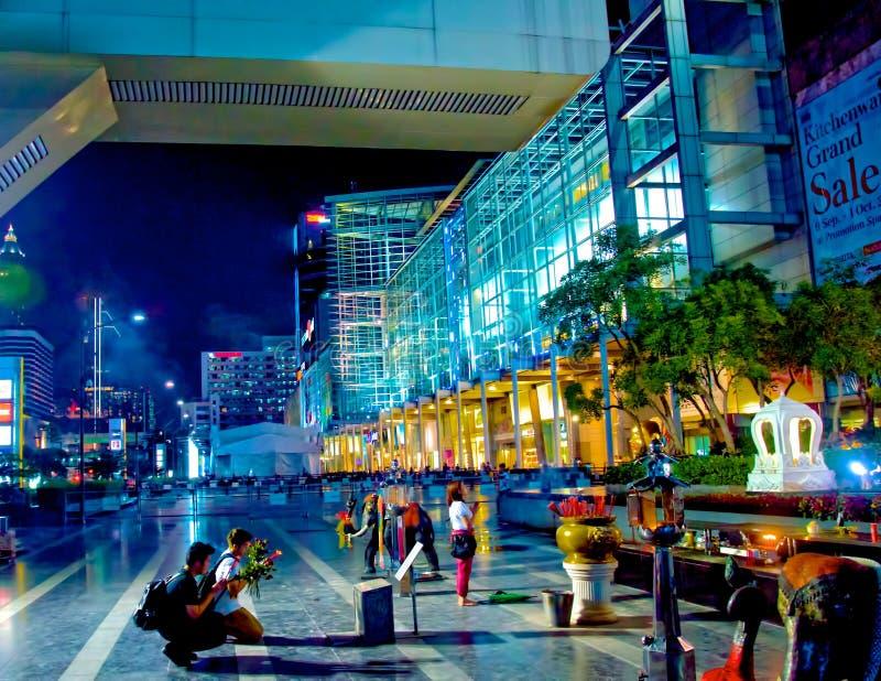 NIGHTIME МОЛЯ В БАНГКОКЕ стоковая фотография