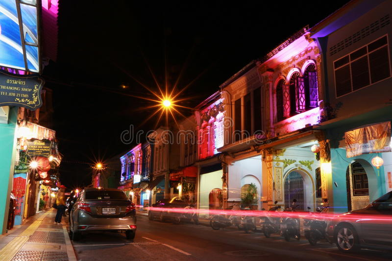Nightlight in oude stad, Phuket, Thailand stock foto's