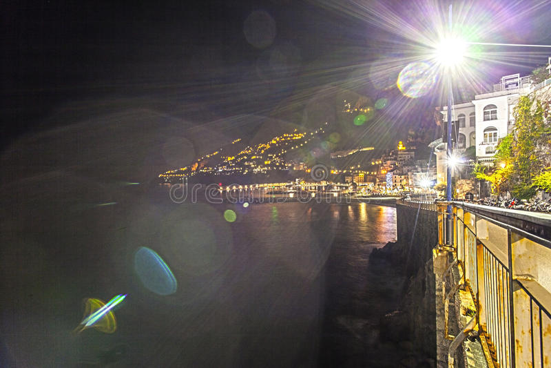 Nightlights de Amalfi, del amalfitana del costiera imagen de archivo libre de regalías