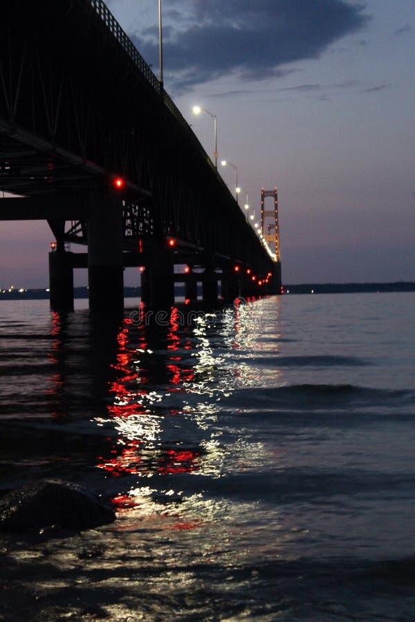 Nightly Bruglichten stock afbeeldingen