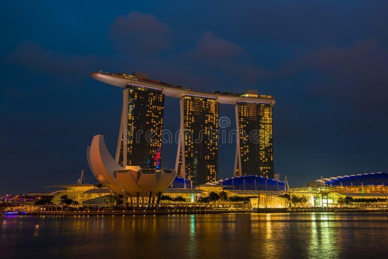Nightscape av Singapore Marina Bay Sand arkivfoto