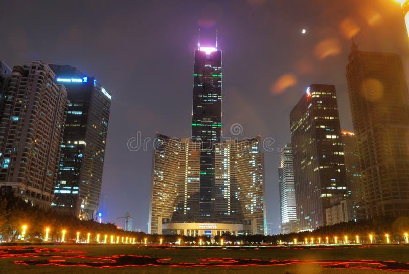 Nightscape de la plaza de la ciudad fotos de archivo
