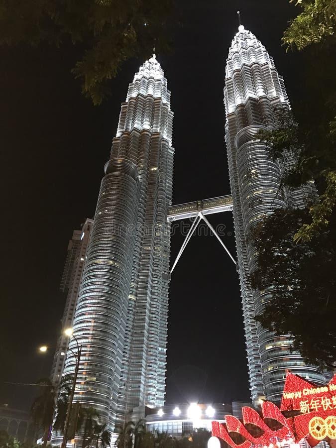 Nightscape de las torres gemelas de Petronas imagenes de archivo