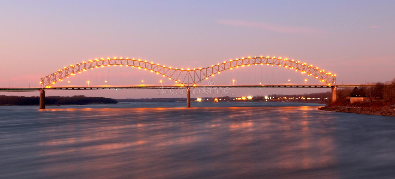 Nightscape de Memphis Arkansas Bridge fotografía de archivo