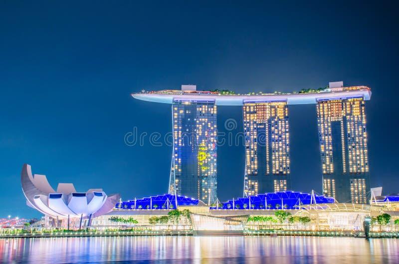 Nightscape de Singapour Marina Bay Sand, paysage du bâtiment d'affaires de Singapour autour de la baie de marina photos stock