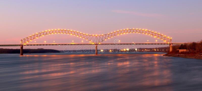 Nightscape di Memphis Arkansas Bridge fotografia stock