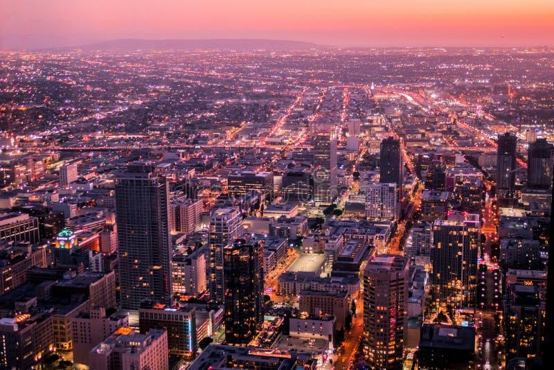 Nightscape på den högsta punkten i i stadens centrum Los Angeles arkivbild