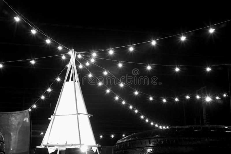 nightscape på marknadsgatan med ljus royaltyfria bilder