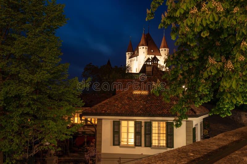 Nightscape Thun kasztel w mie?cie Thun, Bernese Oberland, Szwajcaria zdjęcie stock