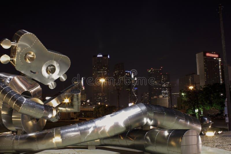 Nightscape w Dallas i śpiewackim robocie zdjęcia royalty free